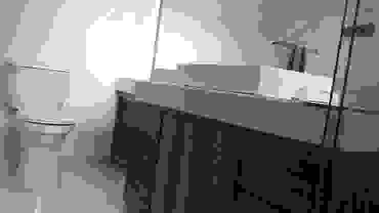 Salle de bain moderne par Daniel Teyechea, Arquitectura & Construccion Moderne