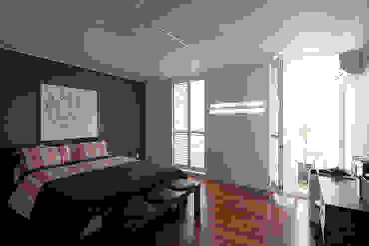 Dormitorios de estilo  por 디자인투플라이