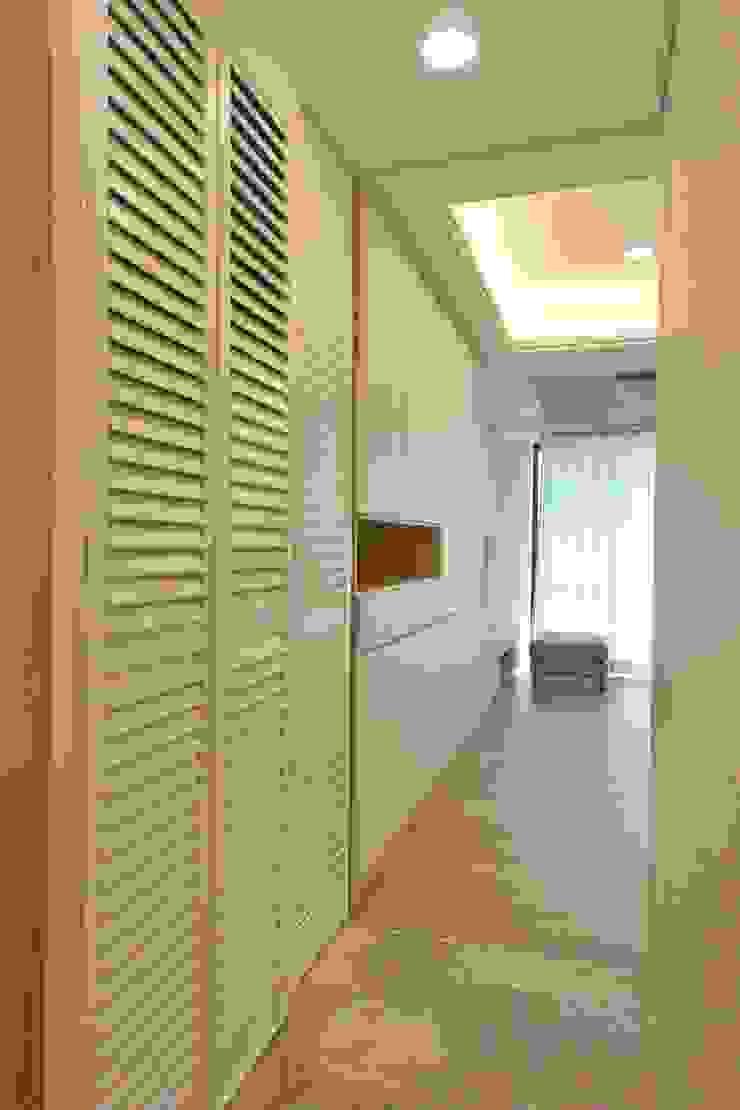 萩野空間設計 Scandinavian style corridor, hallway& stairs