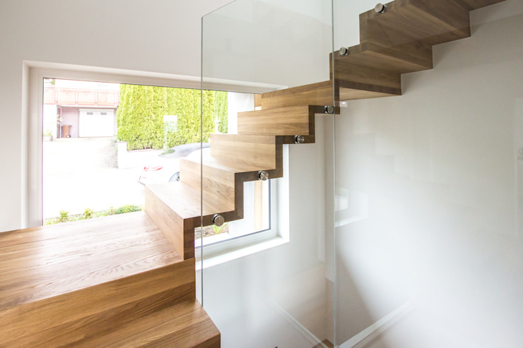 Dreiläufige Podesttreppe in Winkelstufen- Ausführung mit Glasgeländer Holzmanufaktur Ballert e.K. Treppe