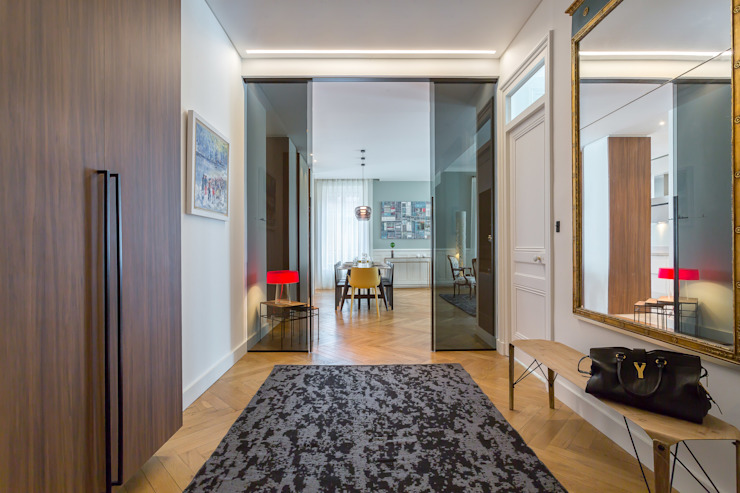 Classic style corridor, hallway and stairs by Thomas Marquez Photographie Classic