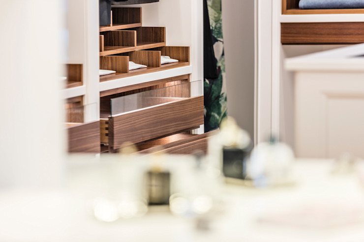 BAUR WohnFaszination GmbH Classic style dressing room Wood Multicolored