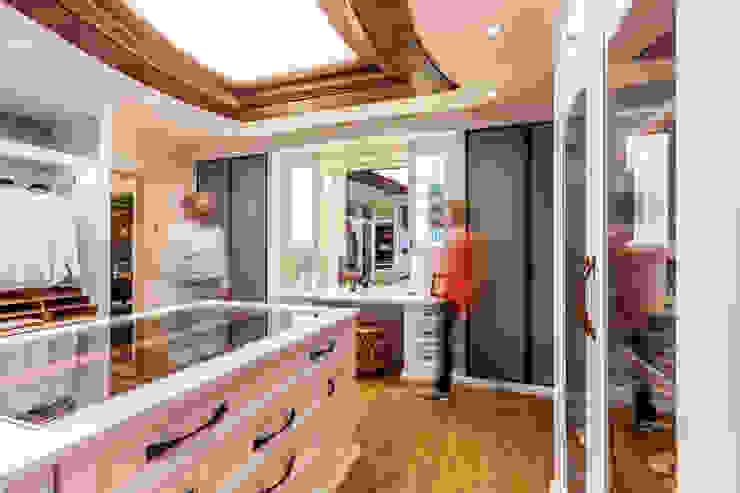 BAUR WohnFaszination GmbH Classic style dressing room Wood White