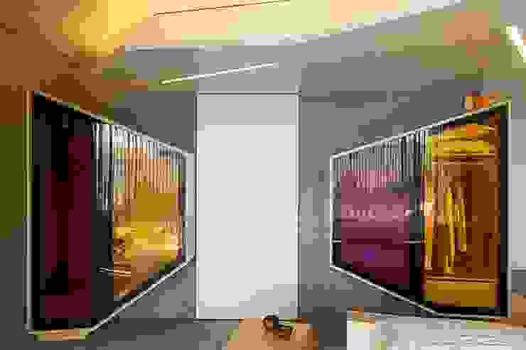 Wardrobe - Mjarc by Maria João e Ricardo Cordeiro MJARC - Arquitetos Associados, lda BedroomWardrobes & closets