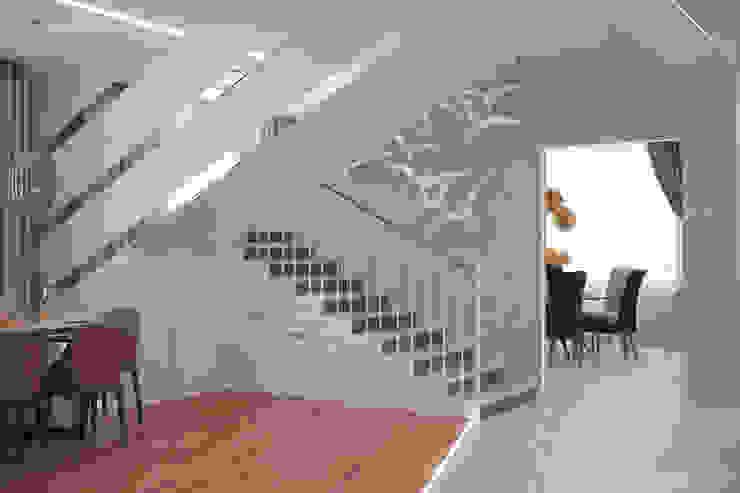 de Студия интерьерного дизайна happy.design Moderno