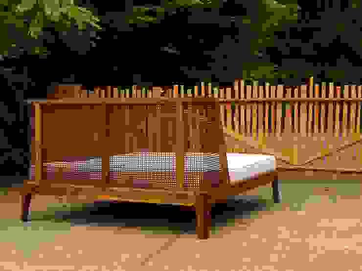 Bett mit einem Kopfteil aus Rattan Holzarbeiten André Findeisen Moderne Schlafzimmer Holz
