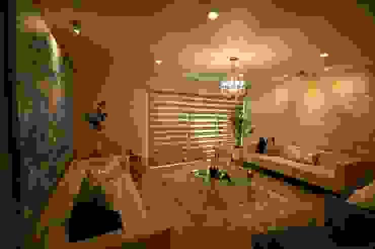 Casa Lirio Salones modernos de Lo Interior Moderno