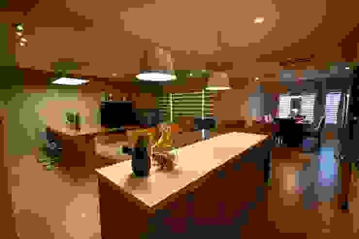 Casa Lirio Cocinas modernas de Lo Interior Moderno