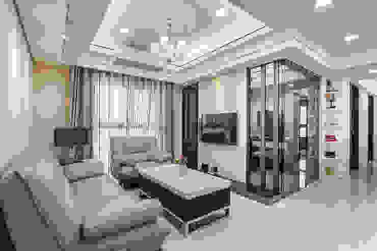 晶亮27坪空間放大術 现代客厅設計點子、靈感 & 圖片 根據 好室佳室內設計 現代風