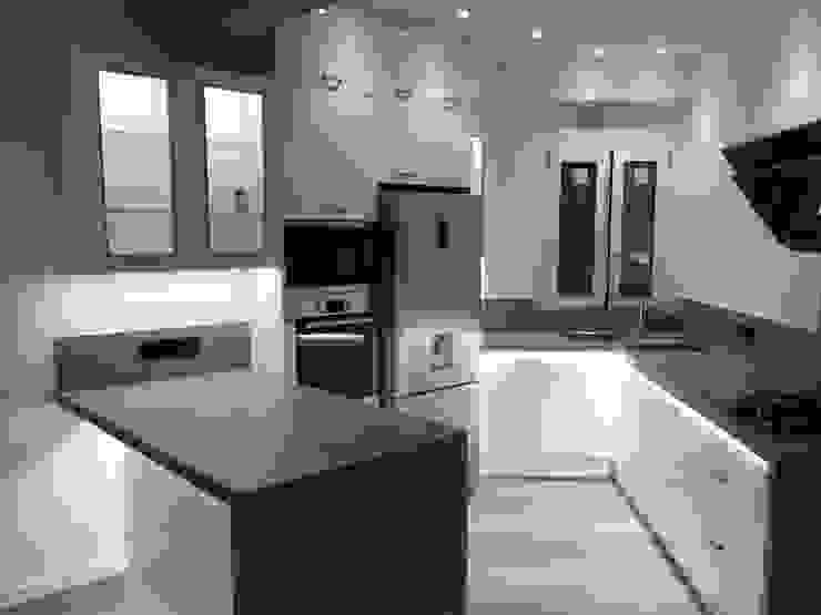 Reforma interior de vivienda piso Rimolo & Grosso, arquitectos Cocinas integrales Hormigón Blanco