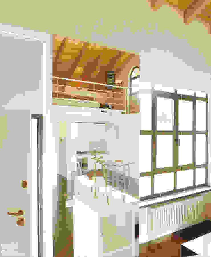 DELFINETTIDESIGN ห้องโถงทางเดินและบันไดสมัยใหม่ ไม้ White