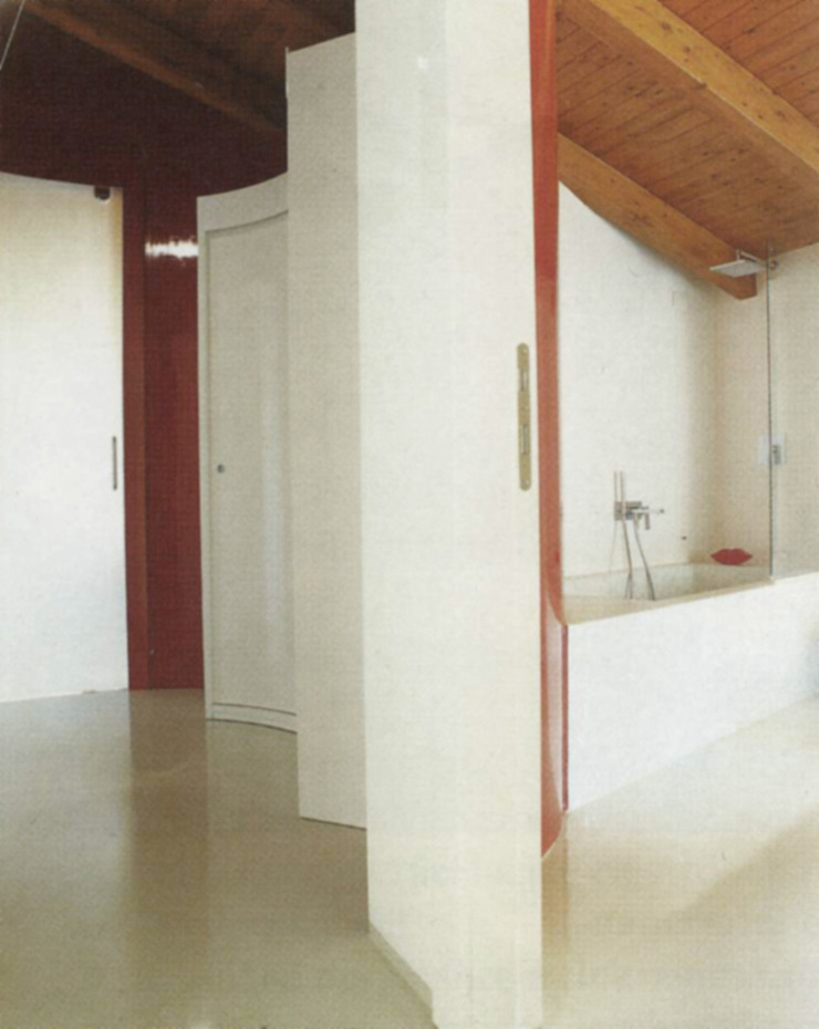 DELFINETTIDESIGN Pasillos, vestíbulos y escaleras modernos Madera Rojo