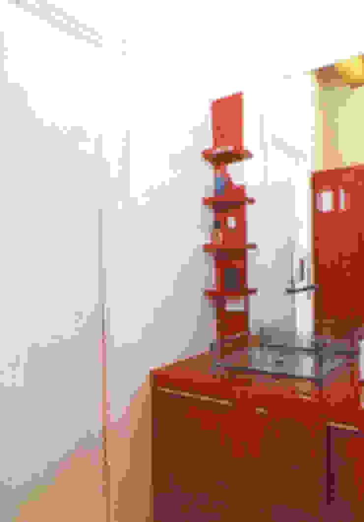 DELFINETTIDESIGN Baños de estilo moderno Madera Rojo