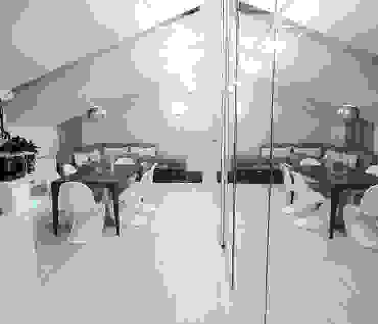 dettaglio specchi armadio DELFINETTIDESIGN Sala da pranzo moderna Legno Bianco