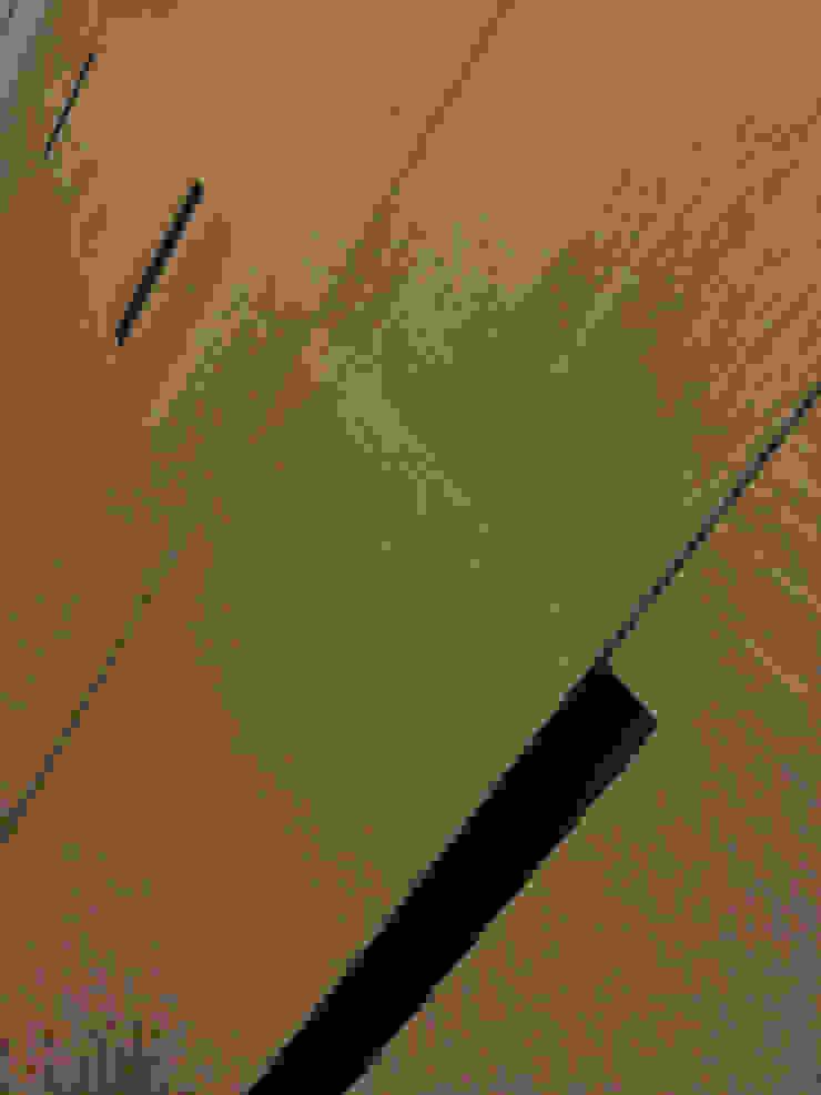 DELFINETTIDESIGN Nowoczesna sypialnia Drewno O efekcie drewna