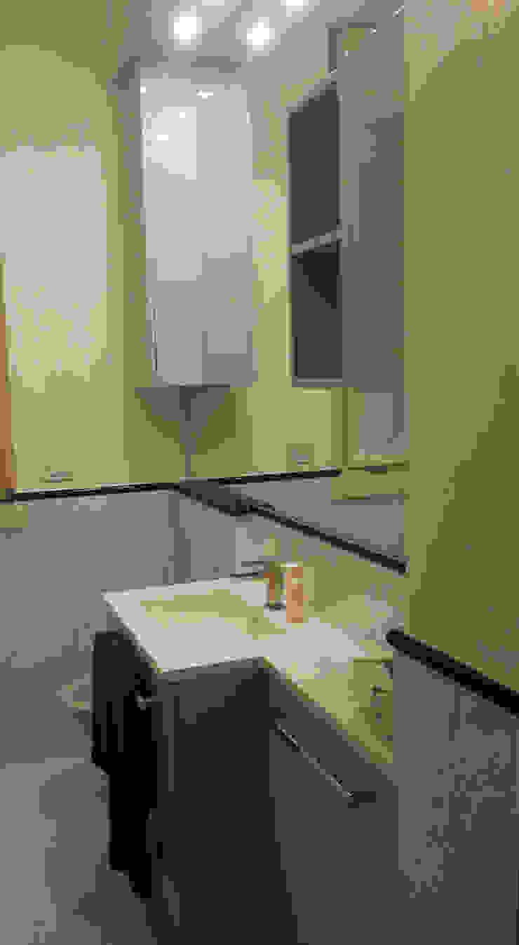 DELFINETTIDESIGN Nowoczesna łazienka Drewno Biały