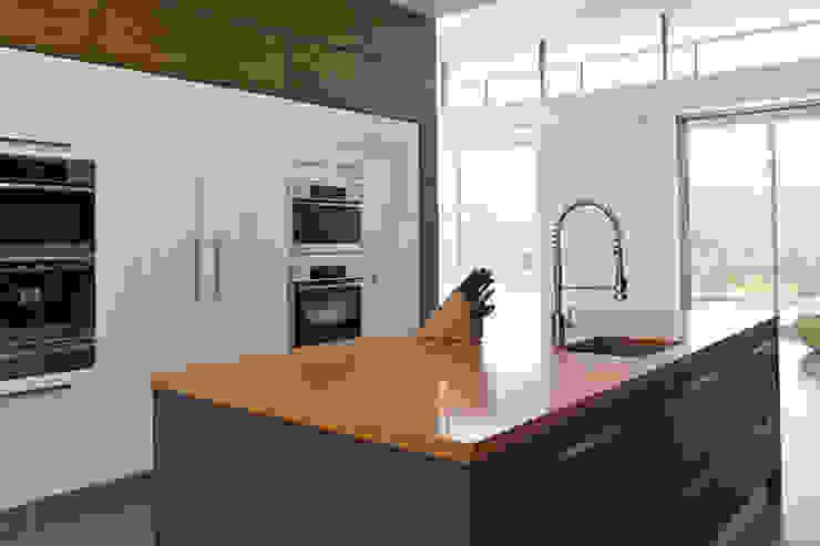 MMinteriors Modern kitchen by MMinteriors Modern