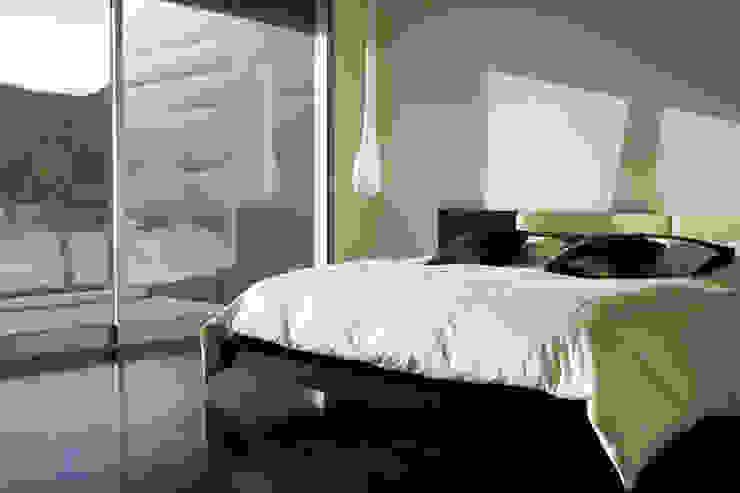 MMinteriors Modern style bedroom by MMinteriors Modern
