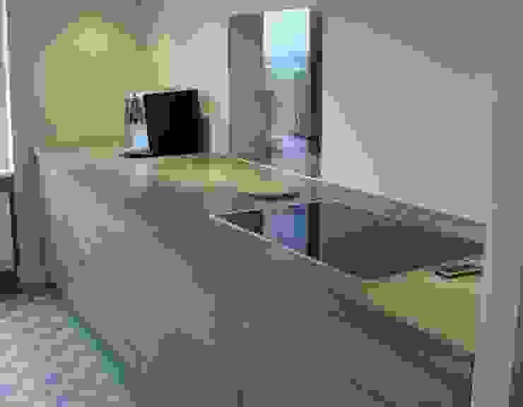 aanrechtblok 3,5 meter lang met betonnen blad Moderne keukens van Meubelmakerij Luitjens Modern