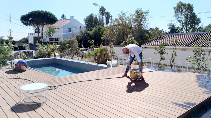 Swimming pool project implementation por No Place Like Home ® Moderno