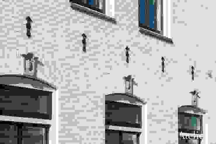 Karakterestieke villa aan de plassen van Architectenbureau Atelier3 Klassiek Steen