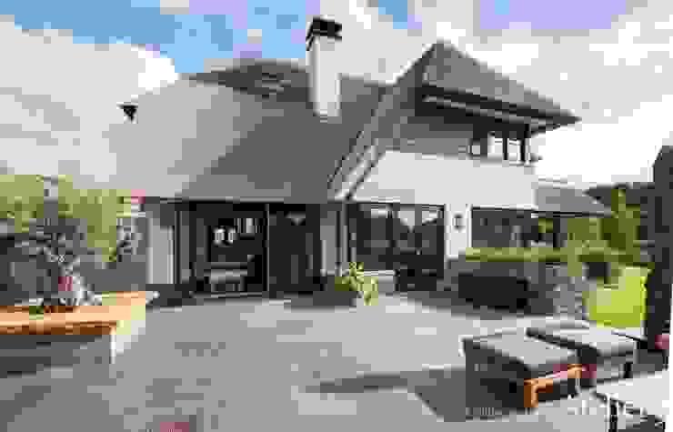 Landelijke villa in Castricum van Architectenbureau Atelier3 Landelijk Steen