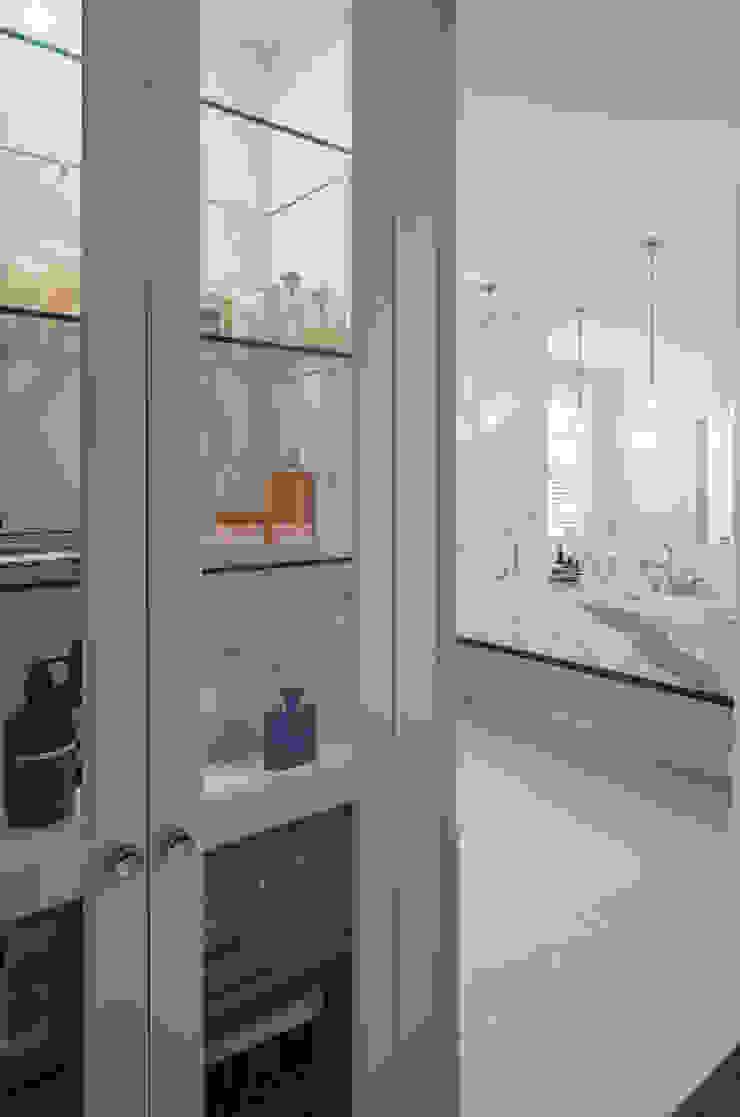 Glebe Avenue Residence Classic style bathroom by Flynn Architect Classic