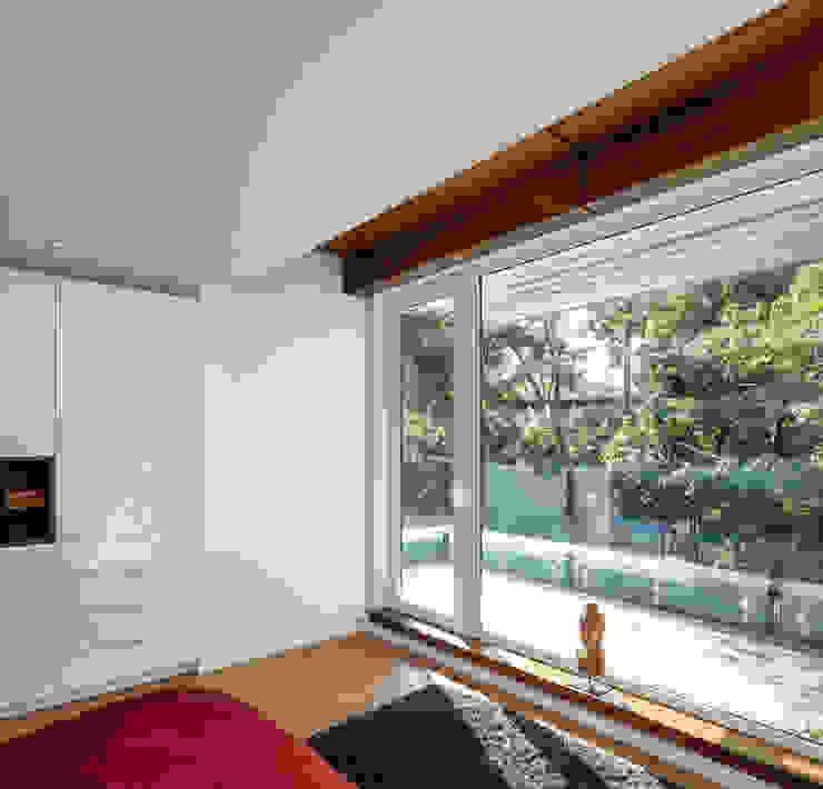 Avenue Road Residence Modern style bedroom by Flynn Architect Modern