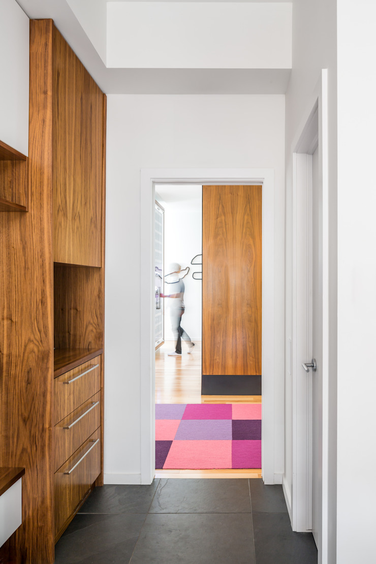 Avenue Road Residence Modern Corridor, Hallway and Staircase by Flynn Architect Modern