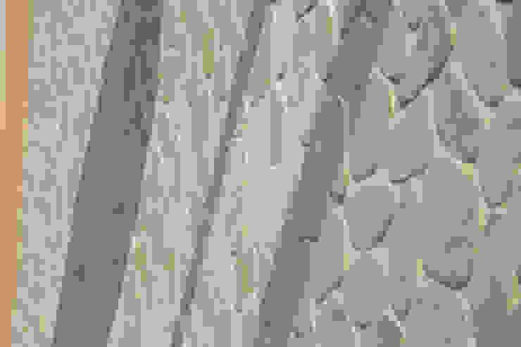 DELFINETTIDESIGN モダンデザインの テラス 石 白色