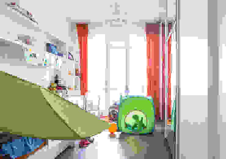 DELFINETTIDESIGN モダンスタイルの寝室 白色
