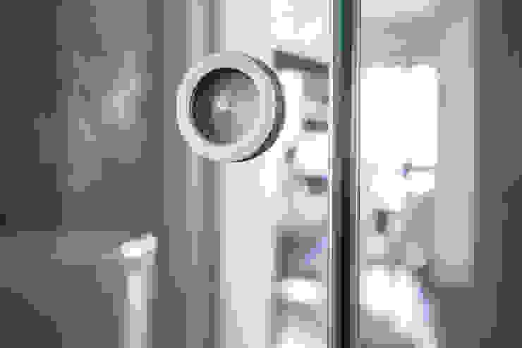 DELFINETTIDESIGN モダンスタイルの お風呂 ガラス 透明
