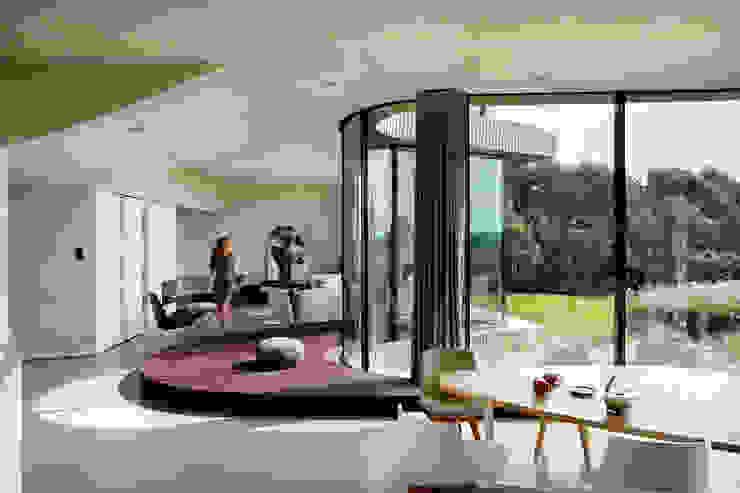 Ontwerp woonkamer villa Moderne woonkamers van Yben Interieur en Projectdesign Modern