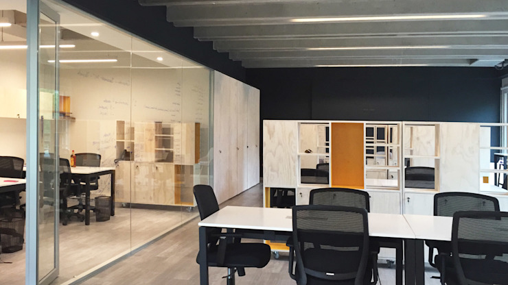 Minimalist offices & stores by 2712 / asociados Minimalist Wood Wood effect