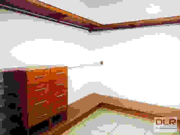 DLR ARQUITECTURA/ DLR DISEÑO EN MADERA ห้องแต่งตัวที่เก็บของ ไม้ Beige