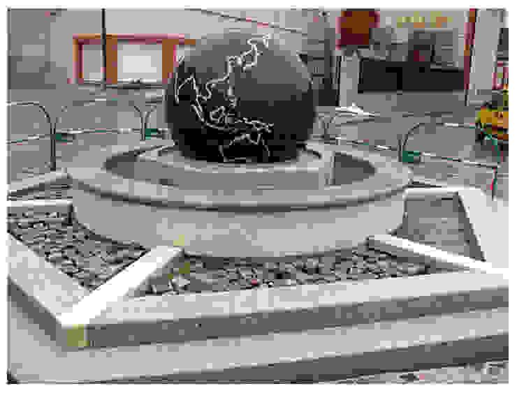 Kugelbrunnen mit Schwimmender Kugel Manufaktur von Doberstein Moderne Einkaufscenter Granit