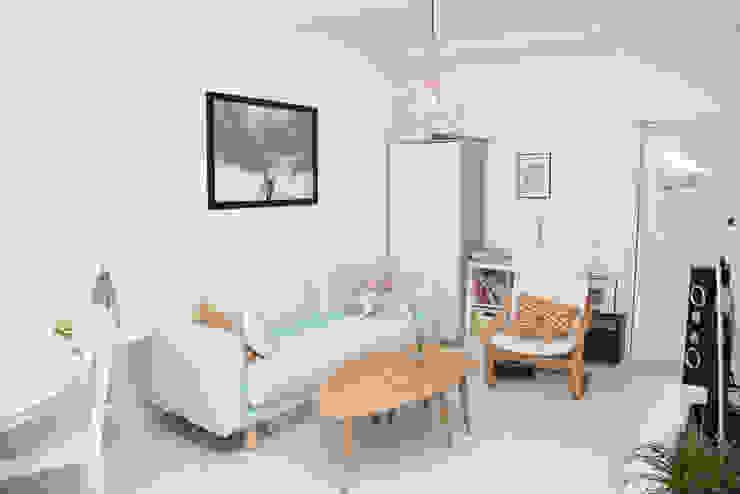 Salón Salas de estilo escandinavo de Remake lab Escandinavo