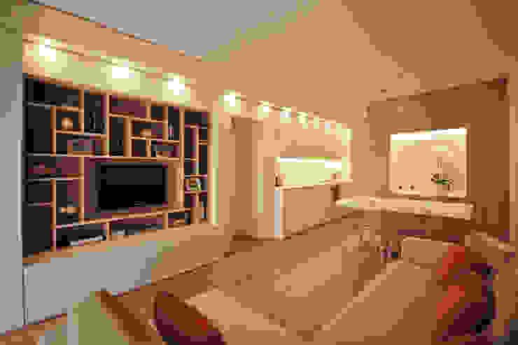 Ristrutturare e Arredare una Casa al Mare in Liguria JFD - Juri Favilli Design Soggiorno in stile mediterraneo