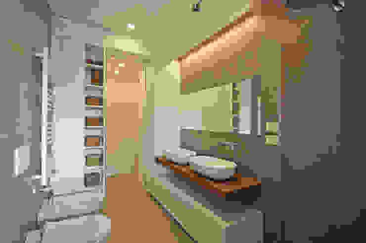 حمام تنفيذ JFD - Juri Favilli Design , إسكندينافي بلاط