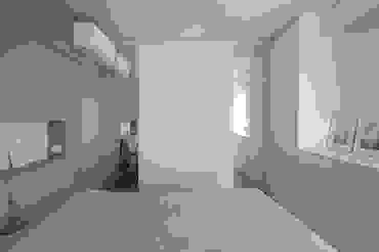 Parete di Specchi in Camera da Letto JFD - Juri Favilli Design Camera da letto in stile scandinavo Legno Grigio
