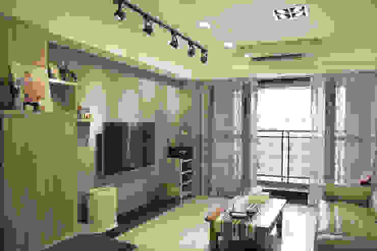 │麗緻洪宅│客廳 根據 宜濬設計有限公司 隨意取材風 塑木複合材料