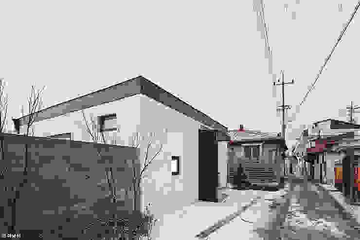 Maisons modernes par 단감 건축사사무소 Moderne