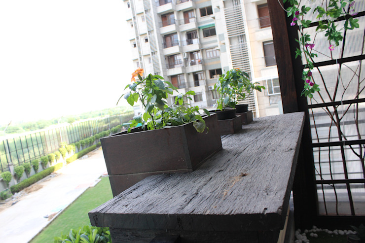 Distressed Wood Counter With Embedded Planters Modern garden by Grecor Modern