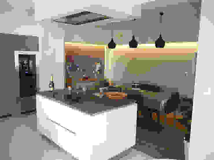 Modern Kitchen by BRUNO BINI Modern