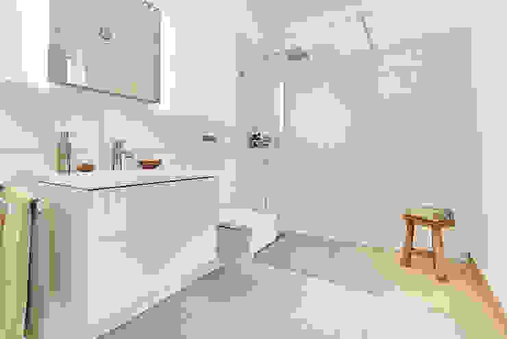LUXHAUS Kundenhaus 01 Moderne Badezimmer von Lopez-Fotodesign Modern