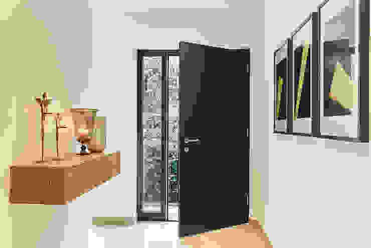 LUXHAUS Kundenhaus 01 Moderner Flur, Diele & Treppenhaus von Lopez-Fotodesign Modern