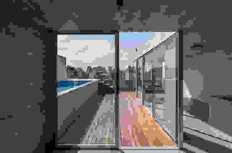 ATV Arquitectos Balcones y terrazas de estilo moderno Madera