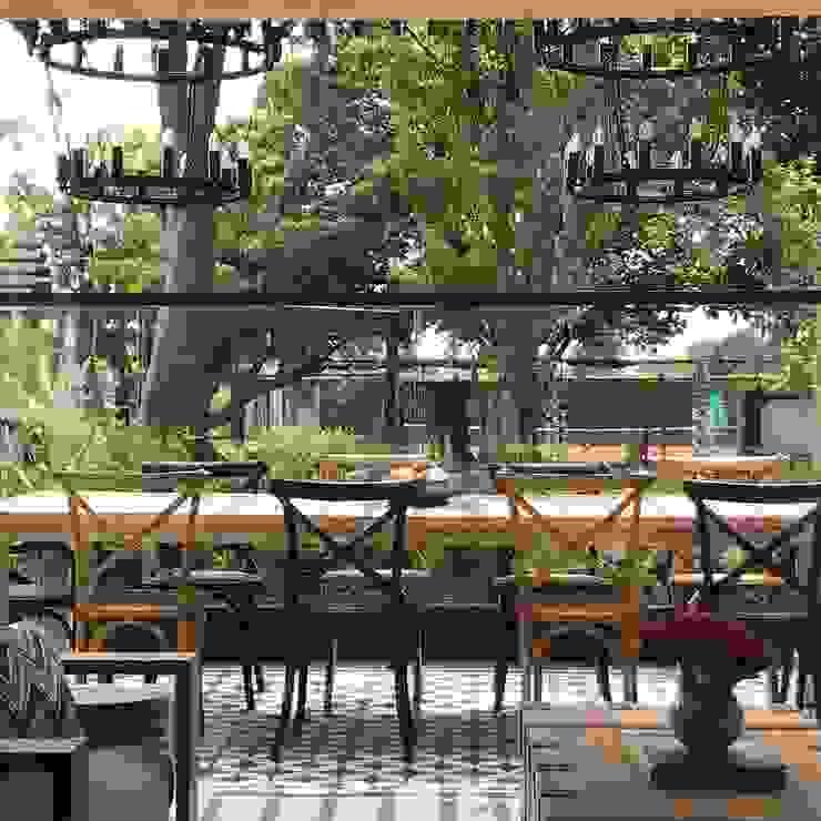 comedor de terraza Balcones y terrazas de estilo ecléctico de Ecologik Ecléctico