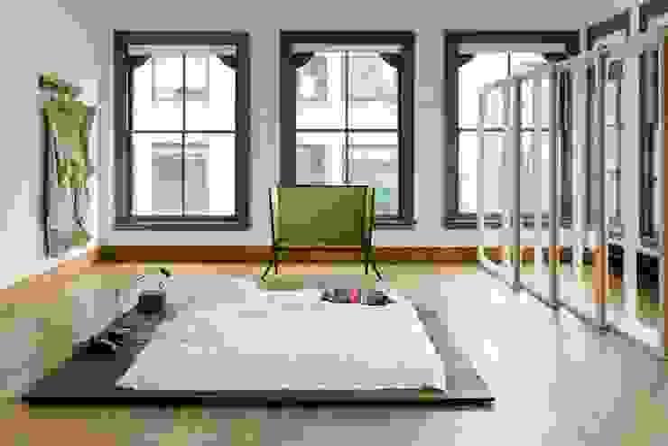 Ghế Hè Phòng ngủ phong cách hiện đại bởi Hè studio Hiện đại