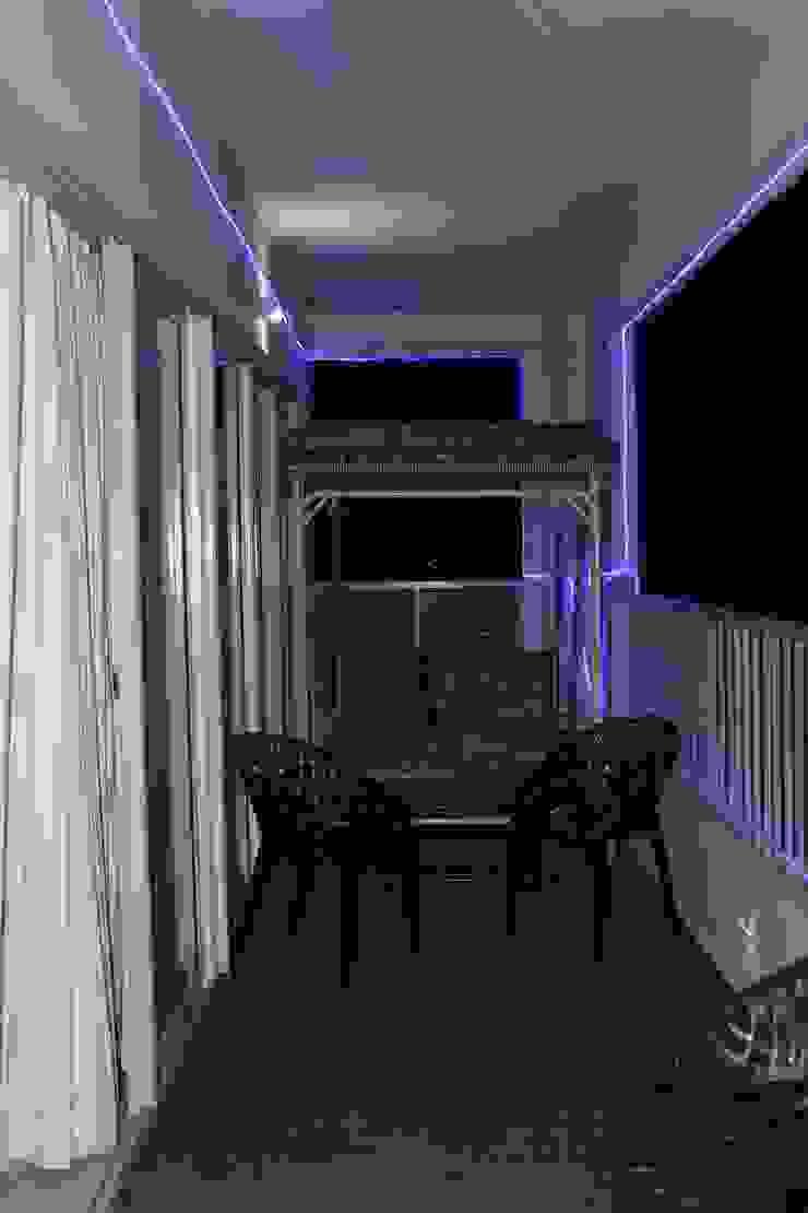 Amanora Park town Modern balcony, veranda & terrace by AreaPlanz Design Modern